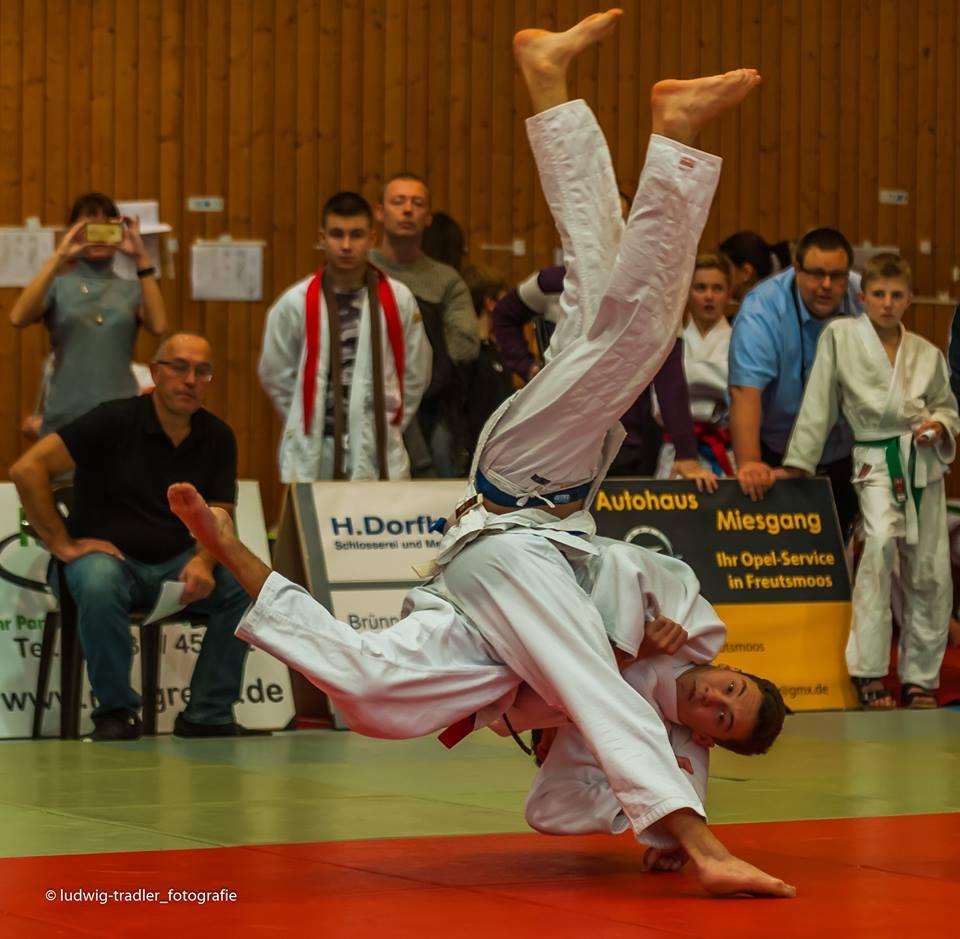 die oberbayerischen judoka der altersklassen u14 u17 und u21 trafen sich zum letzten ranglistenturnier des jahres 2017 in palling